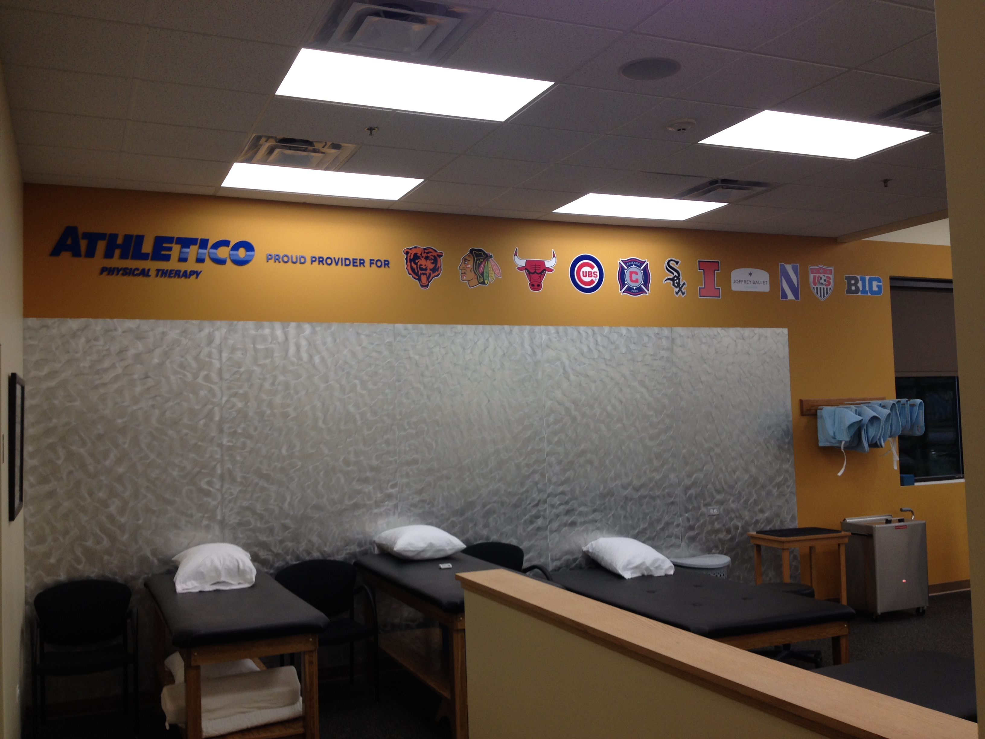 Glenview california physical therapy - Athletico West Chicago Dupage Interior