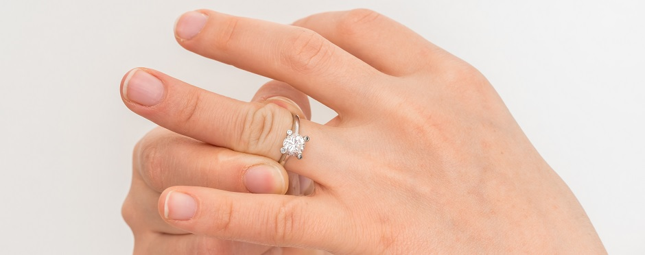How to Safely Remove a Ring from a Swollen Finger